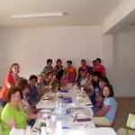 2011-09-11. Comida de la Asociación de Mujeres La Frontera. Las comensales en torno a la mesa foto 01