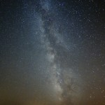 """Foto 027. Carremiranda ( 41°29'10.3""""N 6°11'35.2""""W). ( 41°29'10.3""""N 6°11'35.2""""W). 28/08/2013. """"Vía Láctea de Torregamones"""". (Fotografía nocturna de larga exposición sin luna. Exposición a hiperfocal. Por la noche el cielo se convierte en un espectáculo inmenso y lleno de actividad. Los contrastes de luz son suaves y el Camino de Santiago es apreciable a simple vista. Hasta mediados de agosto, Torregamones muestra un brazo de la galaxia espectacular)."""