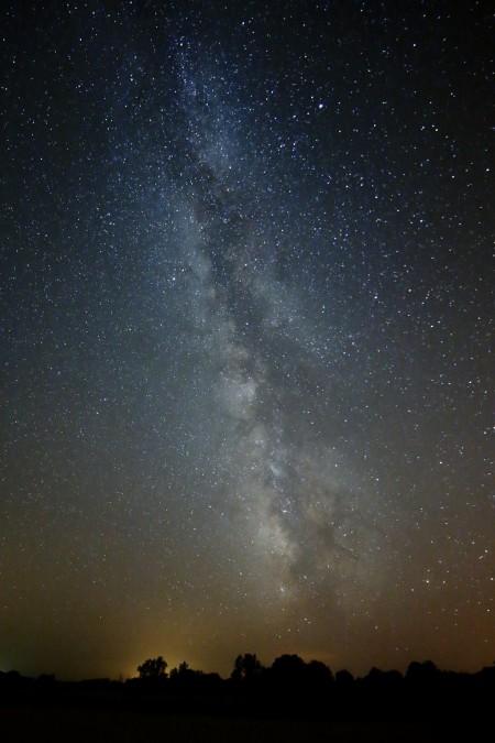 """Carremiranda ( 41°29'10.3""""N 6°11'35.2""""W). ( 41°29'10.3""""N 6°11'35.2""""W). 28/08/2013. """"Vía Láctea de Torregamones"""". (Fotografía nocturna de larga exposición sin luna. Exposición a hiperfocal. Por la noche el cielo se convierte en un espectáculo inmenso y lleno de actividad. Los contrastes de luz son suaves y el Camino de Santiago es apreciable a simple vista. Hasta mediados de agosto, Torregamones muestra un brazo de la galaxia espectacular)."""