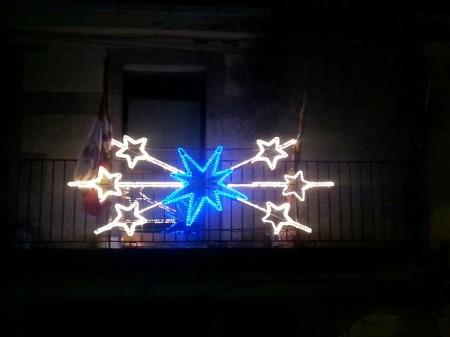 Luminaria de Navidad en el ayuntamiento de Torregamones (foto 2), donada por la Asociación de Vecinos