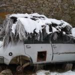 """Foto 013. Torregamones. 4/12/2010. """"Cuando nevaba"""": No sé si el perro le tiene miedo al frío o a la nieve que nos visita poco."""