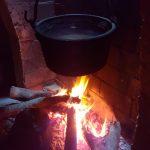Foto 012. Semana Santa 2016. Casa abuela en Torregamones. Calor de hogar: Caldera de agua tradicional.