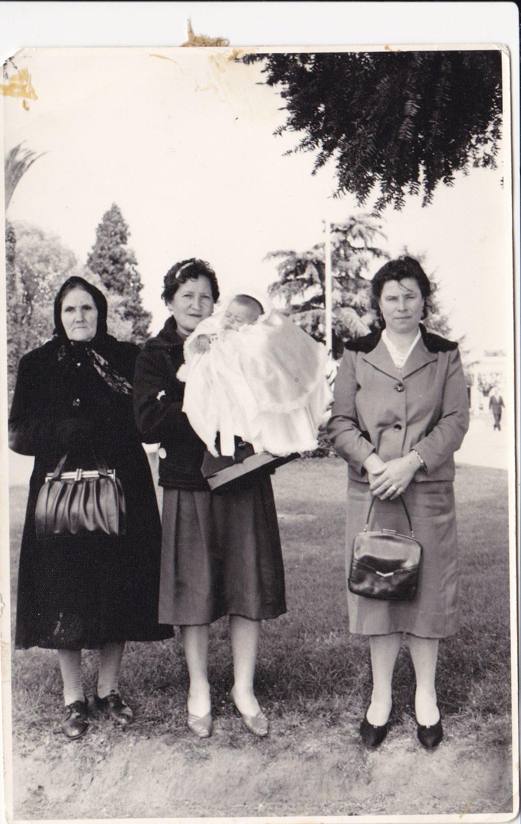 Mi abuela con mi tía María (c) Leonor Salustiano