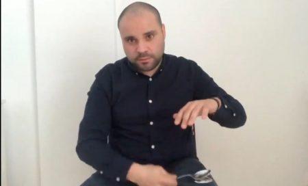 Luis Antonio Pedraza interpretando una jota con cucharas, de Badilla